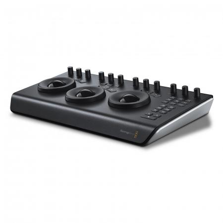 Blackmagic Design DaVinci Resolve pupitru editare video portabil [1]