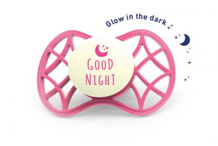 Suzeta orthodontica de noapte cu capac protector 6 luni+ Nuvita [0]
