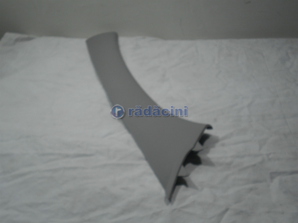 Ornament stalp parbriz dr fata  cod 96436009