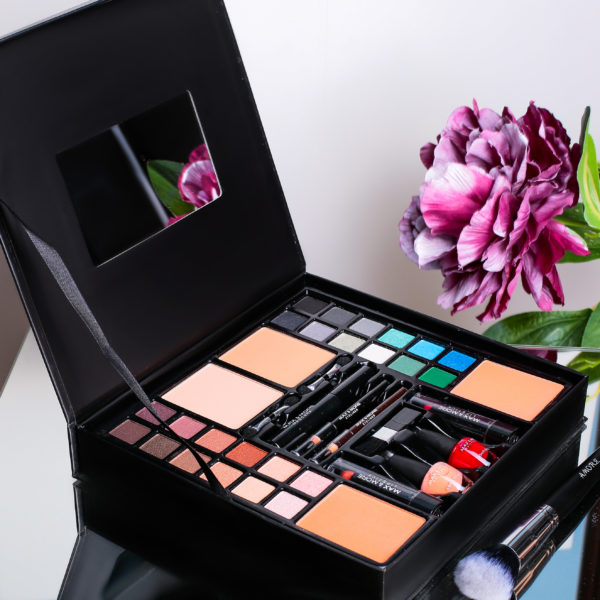 Trusa Machiaj Multifunctionala Make-up Box Max&More cu 39 piese 0