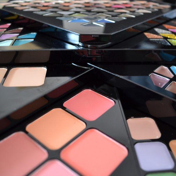 Trusa Machiaj Profesionala Ever Beauty Into to the stars 130 culori - PlusBeauty.ro 3