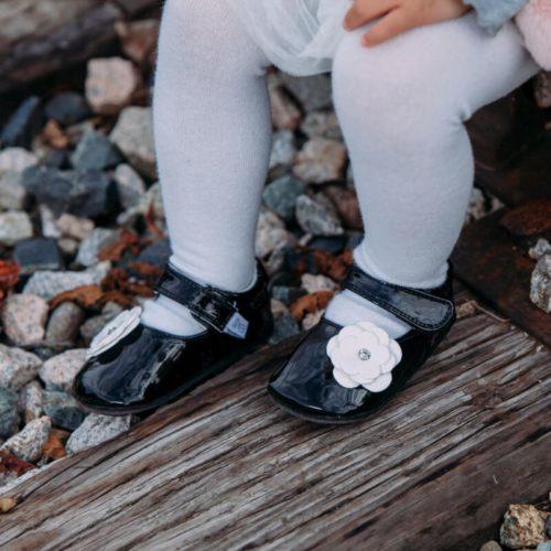 Pantofi eleganti, piele lacuita, fete, Negru/Floare alba, Skyler 2