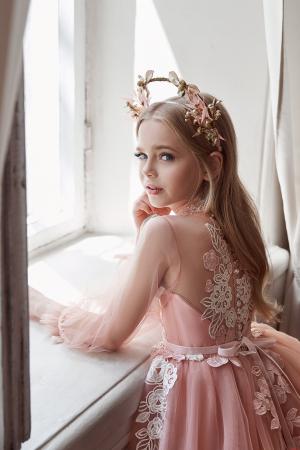 Rochie eleganta cu trena, Tull, Roz pal [2]
