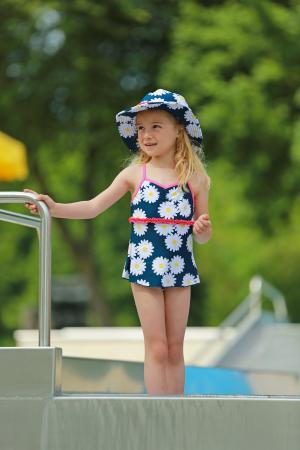 Costum baie intreg, fete, protectie UV 50+, Albastru/Margarete [1]