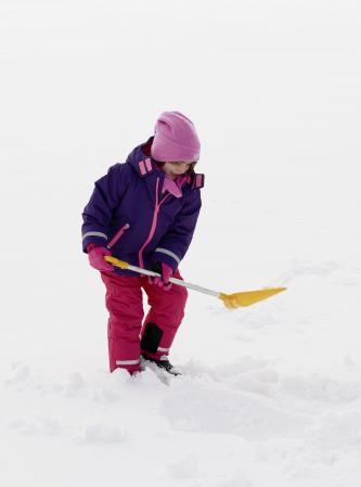 Caciula din fleece, calitate OEKO-TEX, cu banda reflectorizanta, ciucur si protectii urechi1