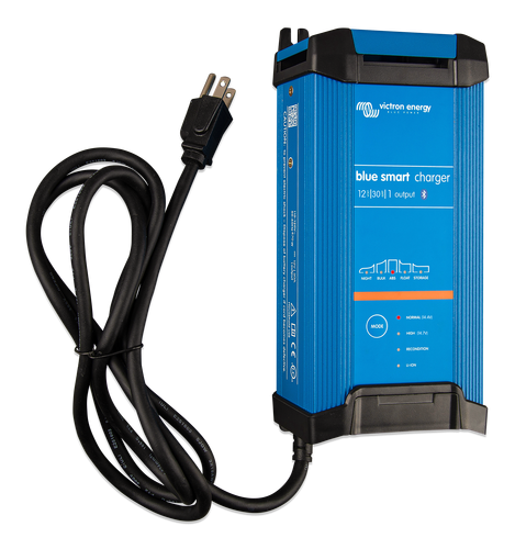Blue Smart IP22 Charger 12/30(1) 230V CEE 7/7-big