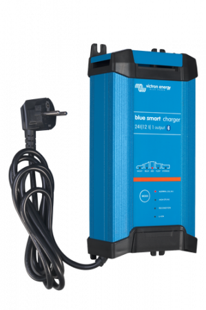 Blue Smart IP22 Charger 24/16(3) 230V CEE 7/71