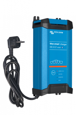 Blue Smart IP22 Charger 24/8(1) 230V CEE 7/71