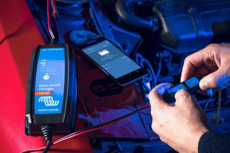 Blue Smart IP65 Charger 12/25(1) 230V UK2
