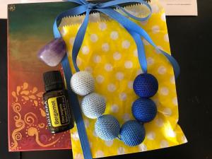Colier bile de lemn bleu-albastru ajustabil Colors pentru uleiuri esentiale sau parfum!