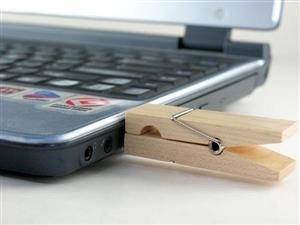 Stick USB - clemă din lemn 1