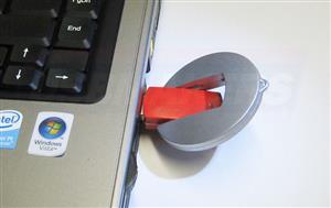 Stick USB OZN personalizat 1