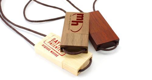 Stick USB personalizat din lemn, cu șnur 0