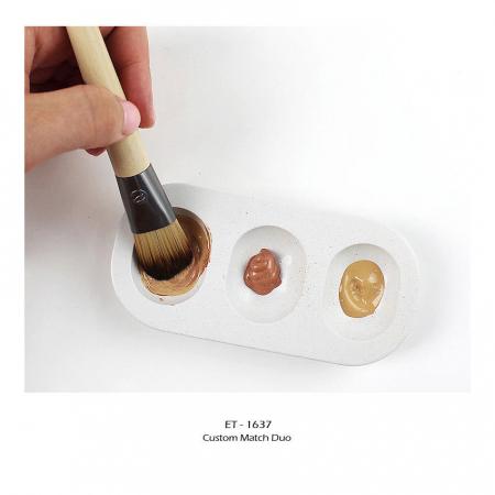 Set de 2 pensule profesionale ECOTOOLS Custom Match Duo, cu tavita pentru blending si curatare6