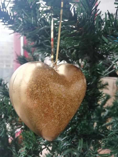 set-2-globuri-de-craciun-golden-heart 2