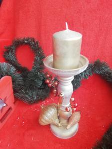 Aranjament pentru masa de Crăciun stativ cu lumânare1