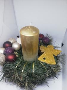 Aranjament pentru masa de Crăciun cu lumânare2