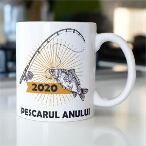 """Cană personalizată """"Pescarul anului 2020""""0"""