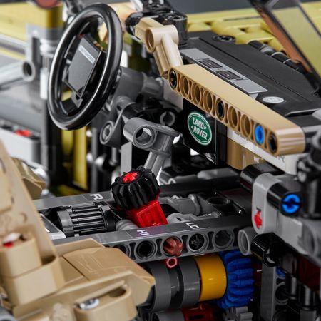 LEGO® Technic: Land Rover Defender 42110 4