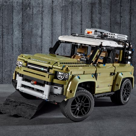 LEGO® Technic: Land Rover Defender 42110 6