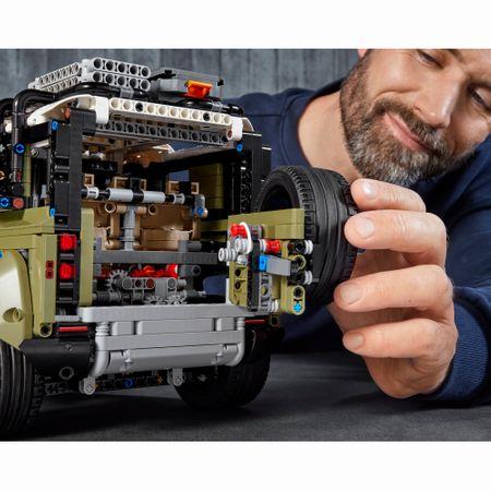 LEGO® Technic: Land Rover Defender 42110 2