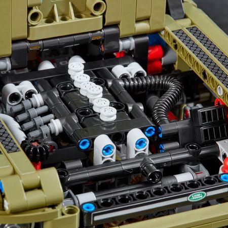 LEGO® Technic: Land Rover Defender 42110 3