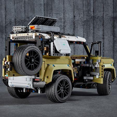 LEGO® Technic: Land Rover Defender 42110 5