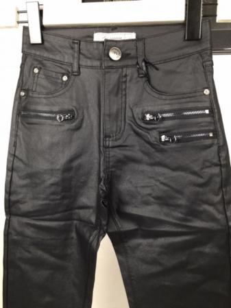 Pantaloni damă1