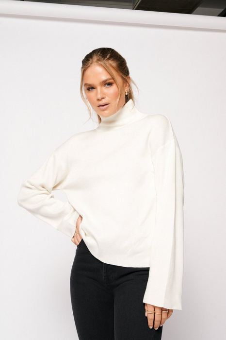 Pulover High Collar Open Back Knitted 2