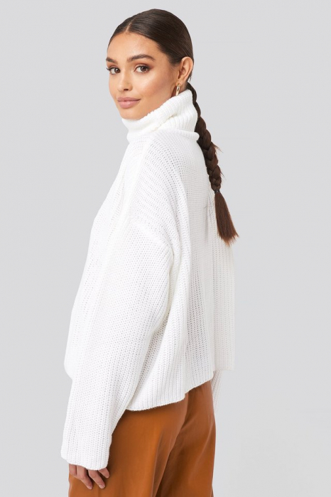 Pulover Oversized High Neck Knitted 1
