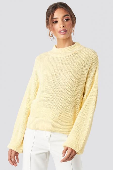 Pulover tricotat cu volum 0