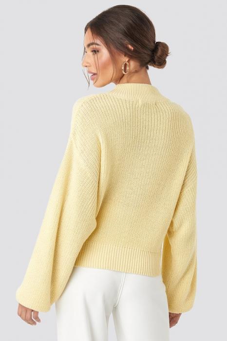 Pulover tricotat cu volum 1