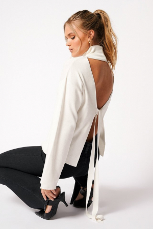 Pulover High Collar Open Back Knitted0