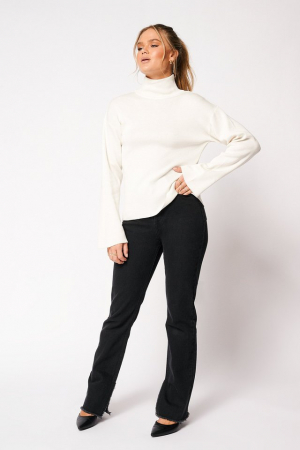 Pulover High Collar Open Back Knitted1