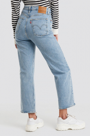 Ribcage Straight Ankle Levi's2