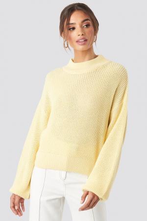 Pulover tricotat cu volum0