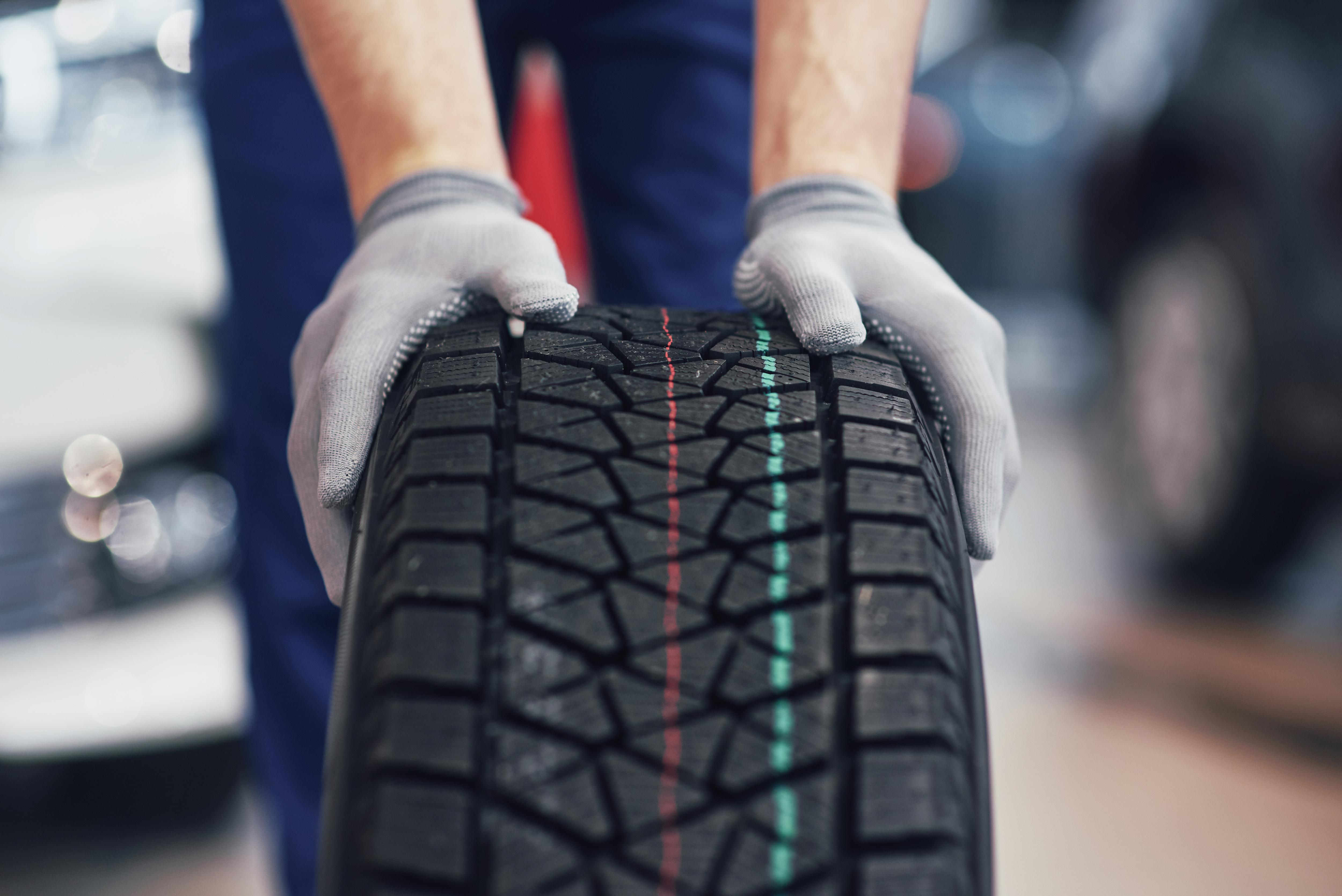 Știai că o anvelopă conține doar 14-19% cauciuc natural? Să aflăm din ce sunt fabricate anvelopele.