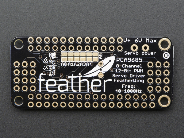 8-Channel PWM Shield pentru Feather 3