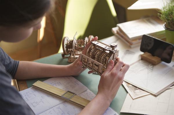 Puzzle mecanic 3D lemn Ugears Contor 10