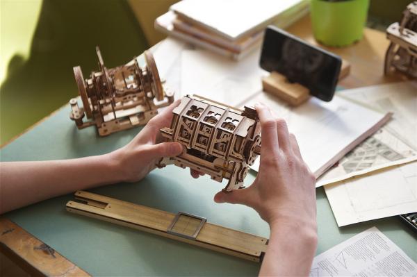 Puzzle mecanic 3D lemn Ugears Contor 11