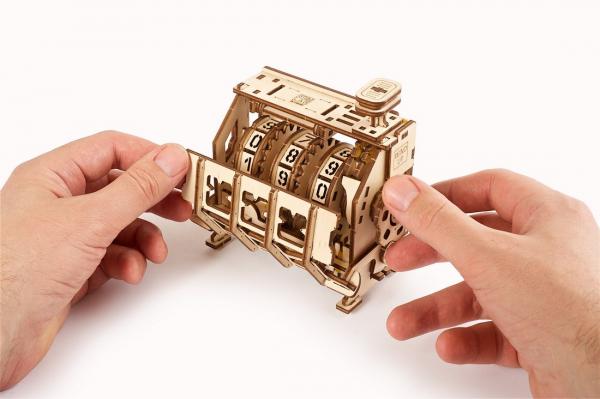 Puzzle mecanic 3D lemn Ugears Contor 8
