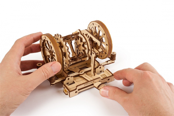 Puzzle mecanic Ugears Diferentialul 10