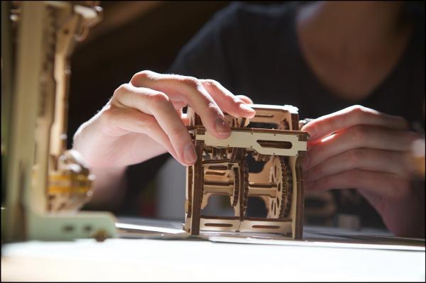 Puzzle mecanic Ugears Cutia de viteze 11