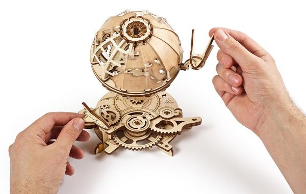 Puzzle mecanic Ugears Glob pamantesc 6