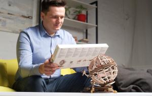 Puzzle mecanic 3D lemn Ugears Glob pamantesc10