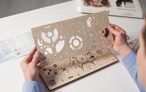 Puzzle mecanic Ugears Glob pamantesc [12]