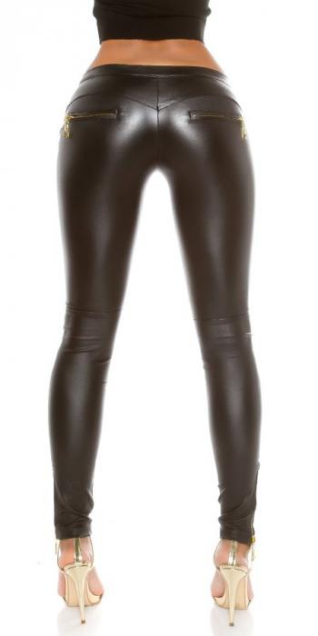 Pantaloni negri cu aspect lucios de piele Germania 1