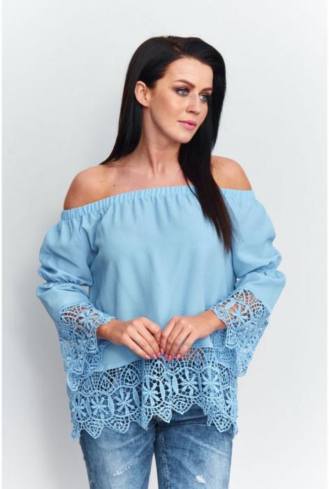 Bluza eleganta cu broderie la maneci bleu [0]