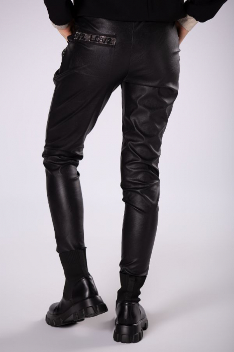 Pantaloni slim fit dama, aspect piele, negru 2