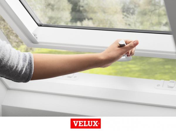 Velux Premium GPU 0066, 66/118, toc din poliuretan, deschidere mediana, geam triplu 1